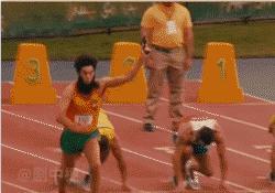当跑步运动员充了VIP后,起步拿枪、抢跑、一枪放倒一个……
